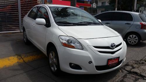 flamante toyota yaris premium sedan  factura de agencia