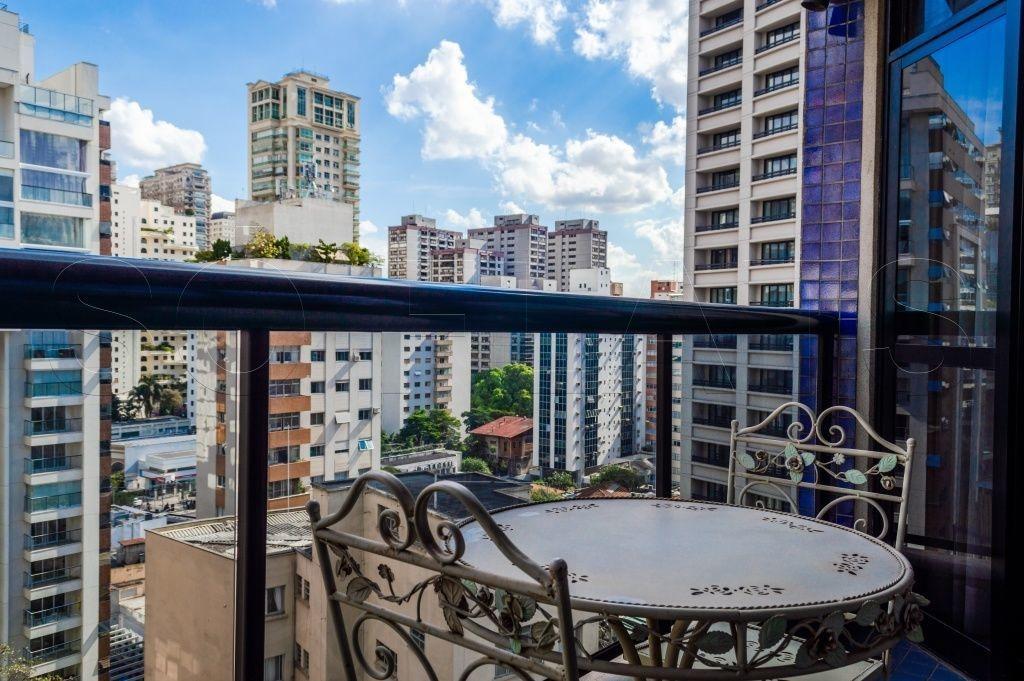 flat no itaim, prox a av. cidade jardim, faria lima, clube pinheiros e shopping iguatemi - sf24302