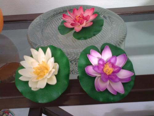 flor de loto flotante en goma aprox 10 cm