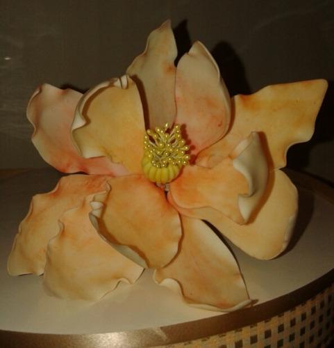 flor en porcelana fría para decoración de torta