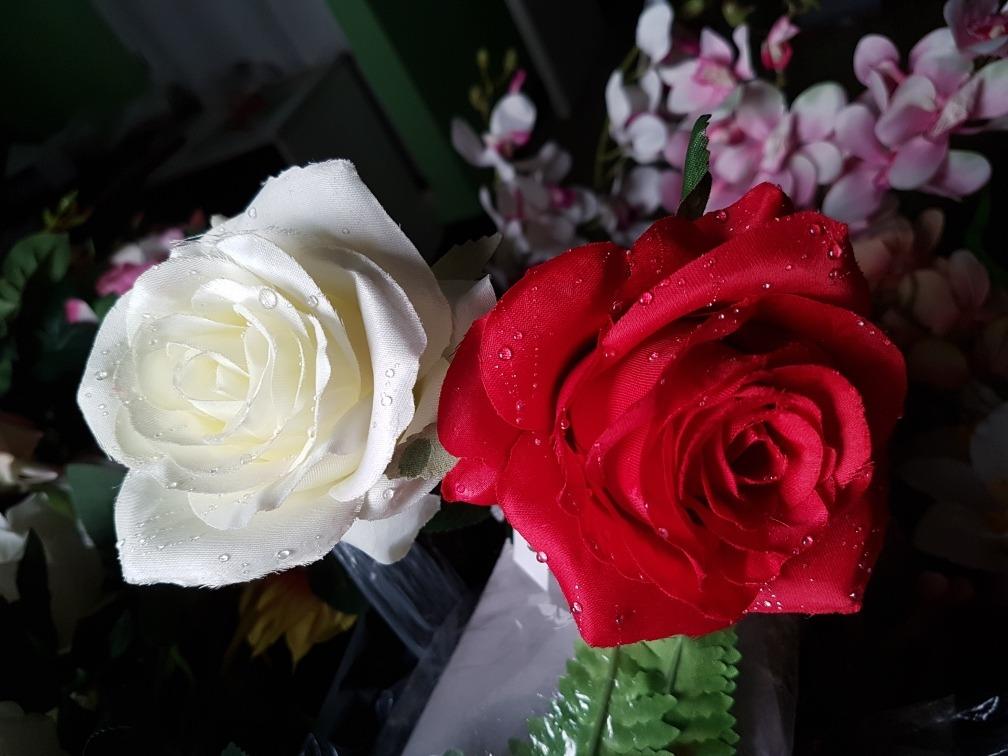 Flor Rosa Roja Blanca Con Gotas De Agua Artificial Deco 5900