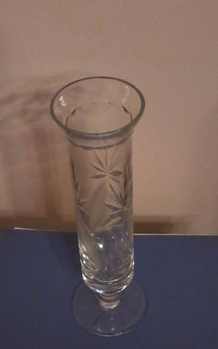 florero de cristal tallado