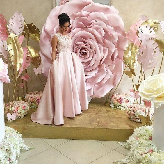 Flores de papel gigante decoraciones bodas y eventos for Puertas decoradas con flores de papel