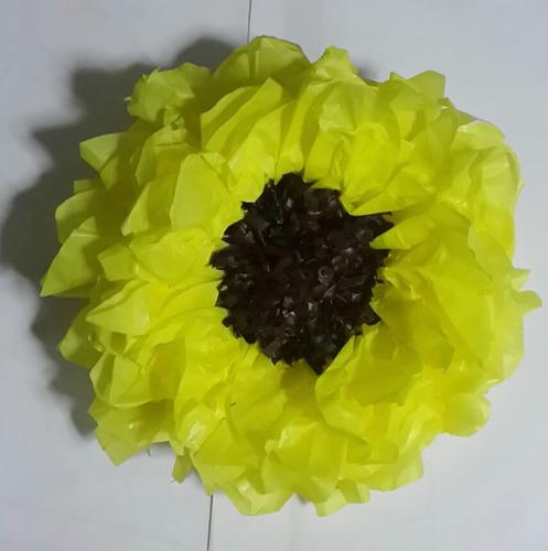 flores de papel gigantes en papel de seda