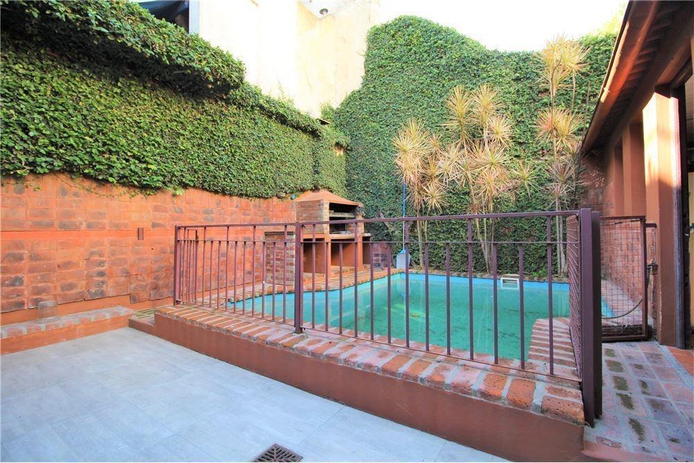 flores - excelente casa 5 ambientes lote propio piscina