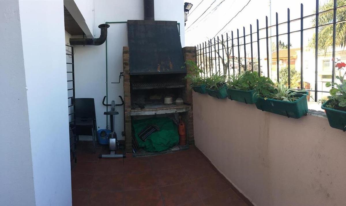 flores jose marti 496, caba/ casa 4 amb/ 3 baños/ patio