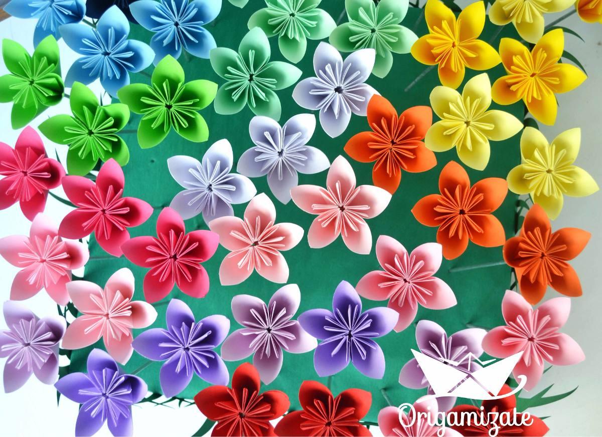 Flores decoracion nueva vida a una regadera vieja ideas for Decoracion con cenefas de papel