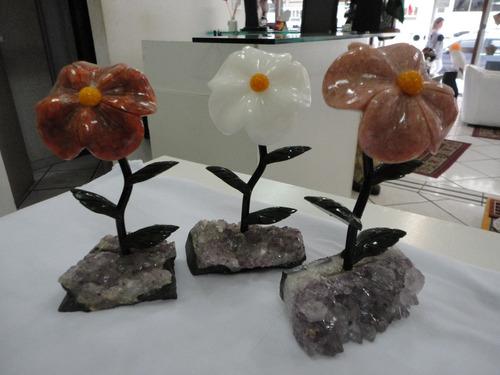 flores trabalhadas em marmore