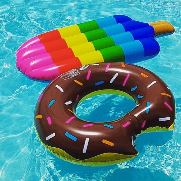 Flotador inflable gigante de paleta en mercado for Colchonetas hinchables piscina
