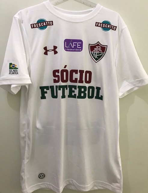 3f1e48b9b09 fluminense futebol camisa · camisa fluminense branca under armour sócio  futebol. Carregando zoom.