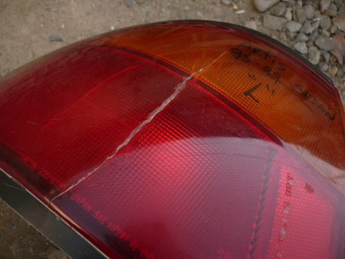 foco artiz sedan 1997 trs izq  dañado- lea descripción