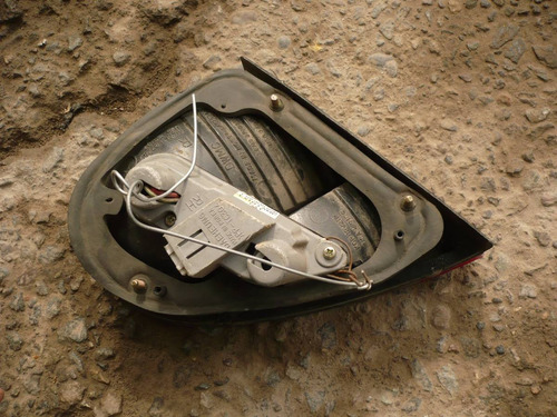 foco lanos 1998 sedan maleta trs der dañado- lea descripción