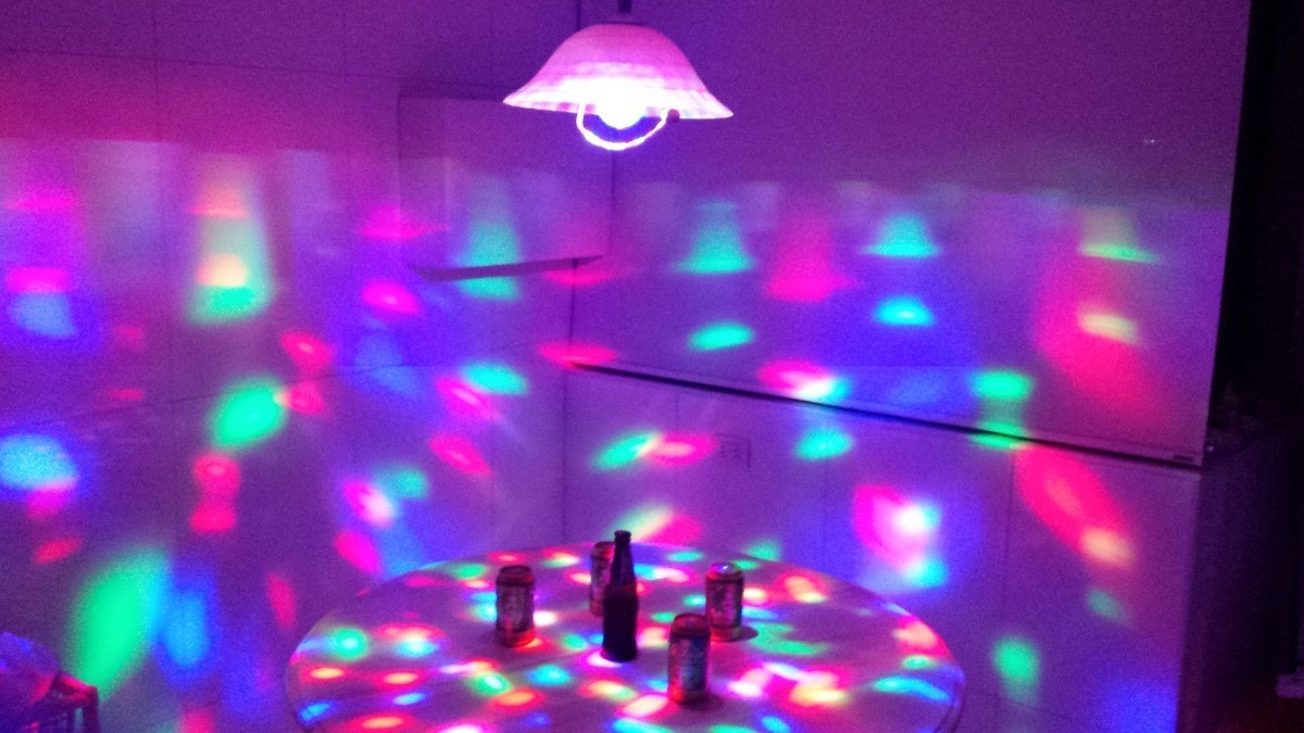 Foco led giratorio grande luces sicodelicas para fiestas s 14 96 en mercado libre - Focos led con luces de colores ...