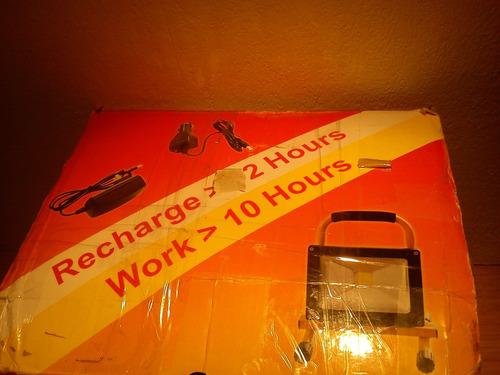 foco led recargable   20 watts duracion 13 horas
