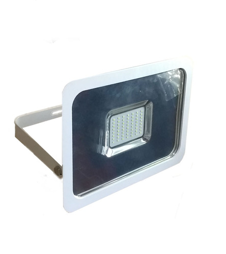 Foco reflector led 50w real exterior slim luz fria y for Focos led exterior 50w