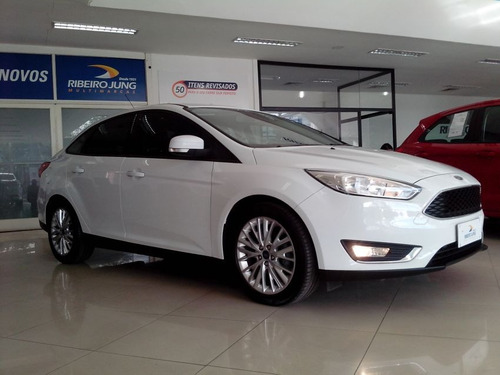 focus sedan ford