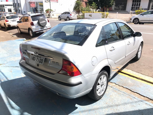focus sedan ghia 2.0