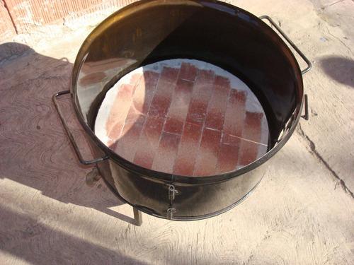 fogonero grande base de material con ladrillos refractarios
