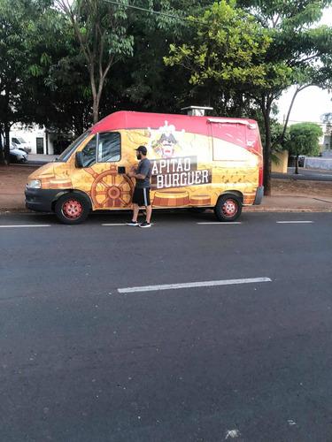 food truck com veículo