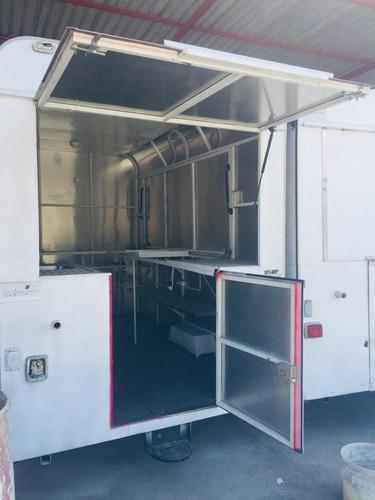 food truck con interior de acero inoxidable