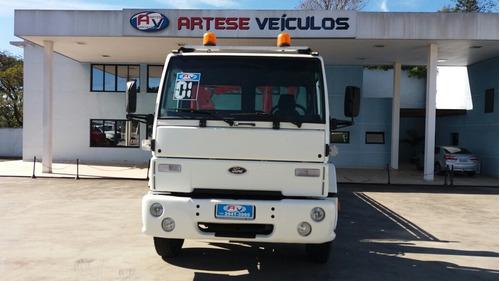 ford cargo 1217 ano 2000/01 com carroceria e munck 5 ton.