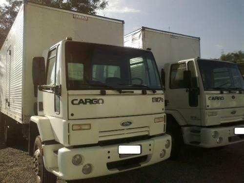 ford cargo 1317 4x2 chassi apenas 140.000km troco e financio