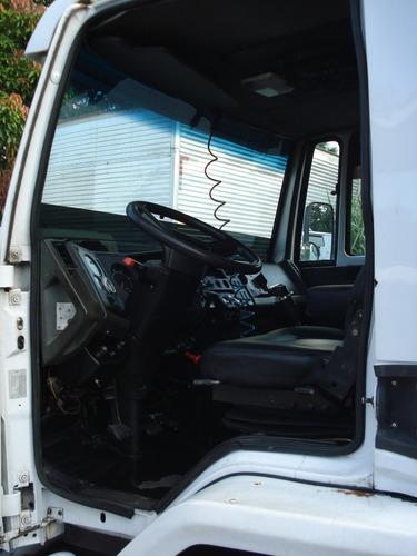 ford cargo 4331 4x2  2005 temos branco e outro prata !!!!!!!
