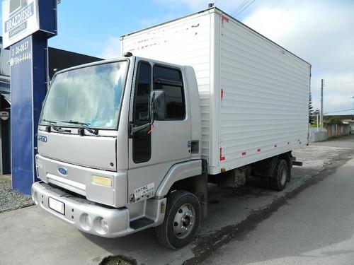 ford cargo 815 / 2005 com baú 5,50 x 2,40