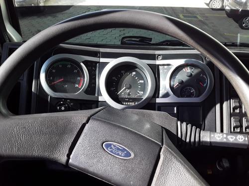 ford cargo na caçamba 2006