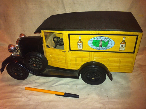 ford coche antiguo. jim bean. no hot wheels