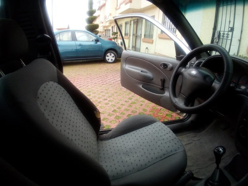 ford courier, modelo 2012