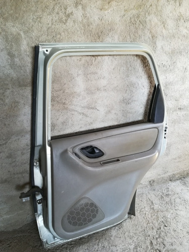 ford escape 01-07 puerta trasera derecha