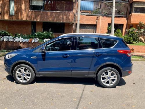 ford escape titanium  2.0  4x4 color azul baltico
