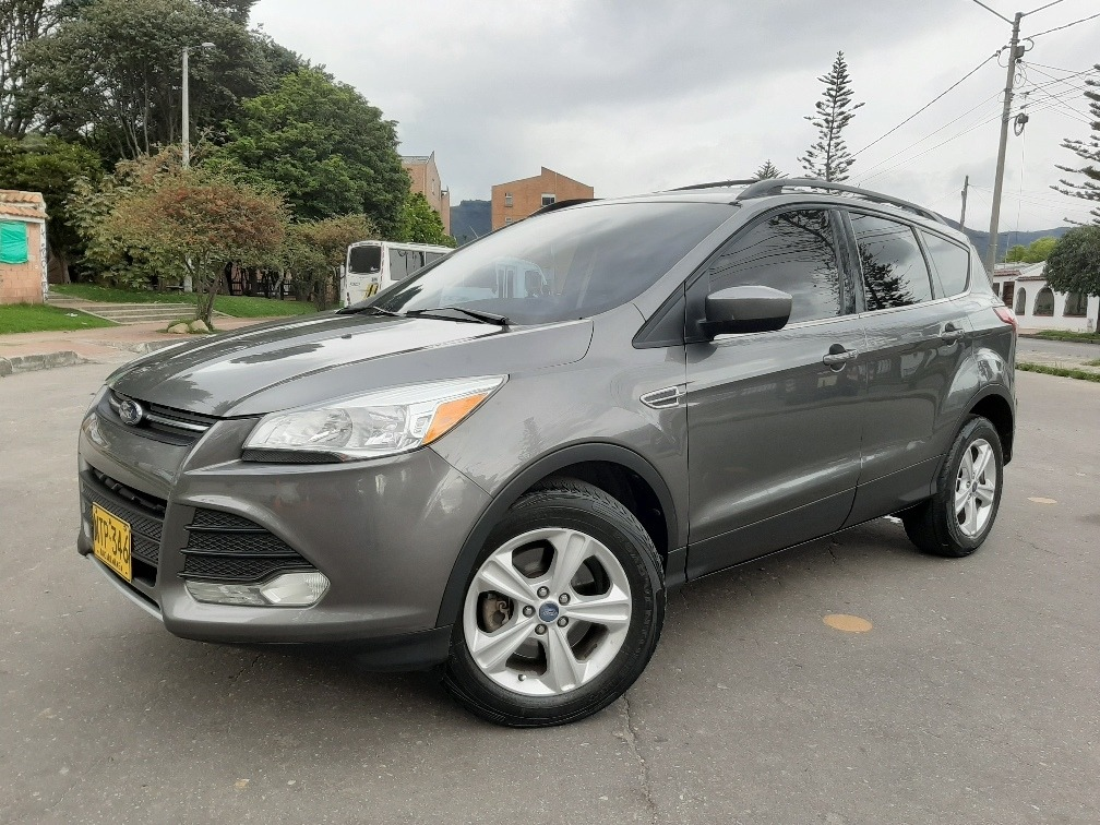 ford escape titanium 4x4 tc
