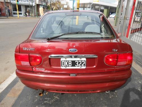 ford escort 1.8 ghia 5 puertas año 2000