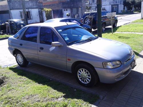 ford escort 2000 aa y dir-
