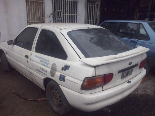 ford escort coupe 99 gnc