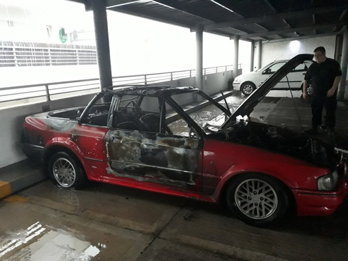 ford escort xr3 1.8 cabriolet incendiada.