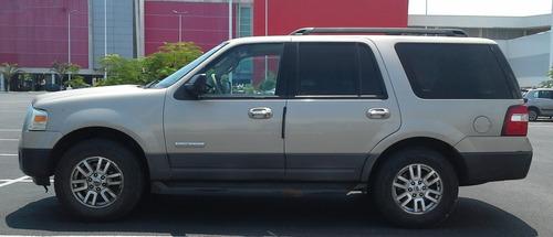 ford expedition 2007 equipada con llantas nuevas.
