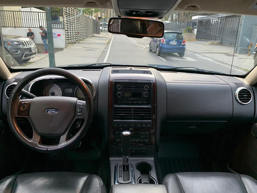 ford explorer automática