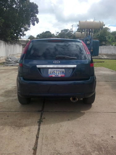 ford fiesta 1.6 azul full aire 5 cauchos nuevos impecable