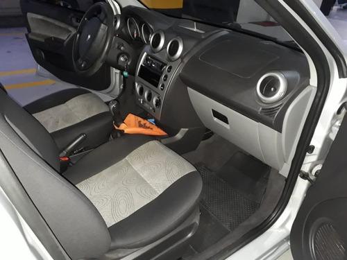 ford fiesta 1.6 mpi class sedan 8v