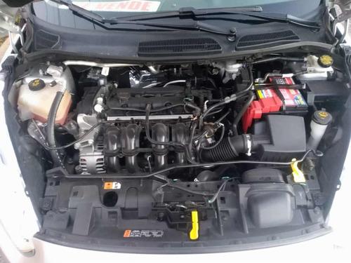 ford fiesta 1.6 titanium sedan at 2016