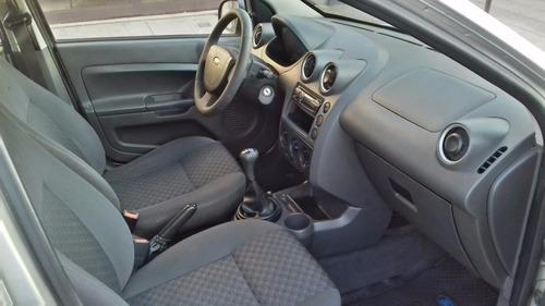 ford fiesta ambiente 5 puertas 1.6. unico en el mercado!!!