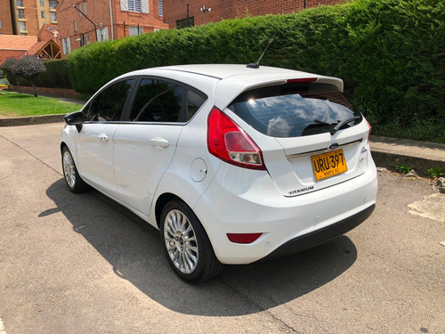 ford fiesta at hatch back