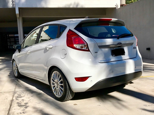 ford fiesta kinetic design impecable!!