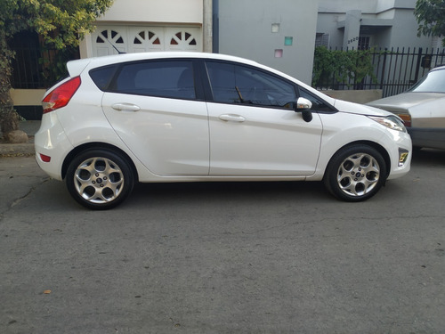 ford fiesta kinetic titanium - impecable