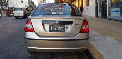 ford fiesta max 1.6 ambiente plus 2009 4 puertas permuto