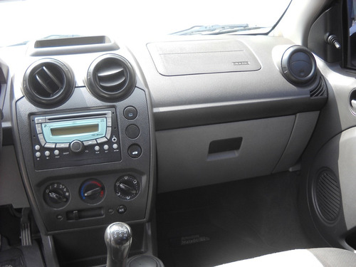 ford fiesta max 1,6 ambiente plus 2009