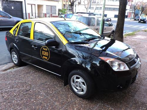 ford fiesta max 1.6 gnc / taxi + licencia